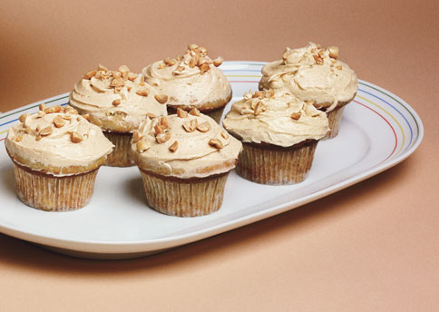 mare_banana_cupcakes_with_peanut_butter_frosting_h.jpg